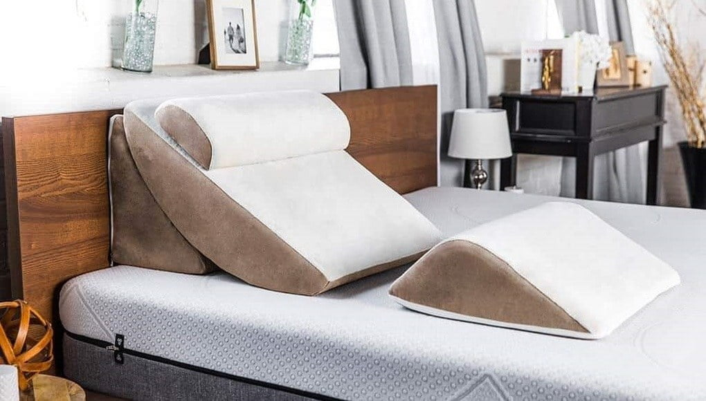 wedge-pillow-pillowbedding
